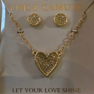 NWT! 🤩Vince camuto necklace and earring set 🤩
